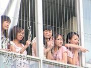 當年深圳富士康發生連環跳樓事件後,在廠區安裝防護網,防止員工再墮樓。(資料圖片)