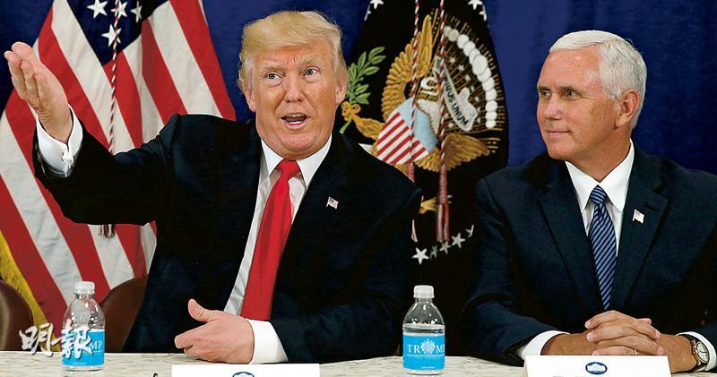 美國總統特朗普昨再向朝鮮發狠話,警告美國軍事部署已就緒。圖為他與副總統彭斯(右)周四在新澤西州主持記者會。(路透社)