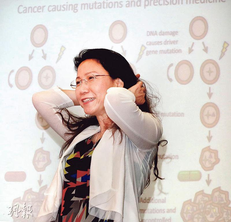 港大醫學院副院長(科研)梁雪兒說,研究細胞基因變異有助預防癌症或更精確用藥,例如透過排序基因密碼,找出下一代家庭成員有否遺傳出現變異的基因,若有便要定期檢查預防發病。(李紹昌攝)