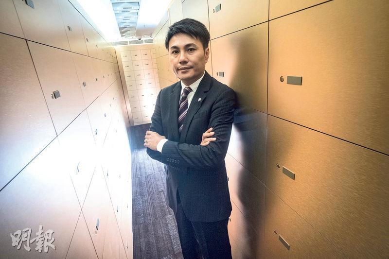 英倫皇家保管箱董事李少群表示,香港的保管箱供應短缺,公司希望利用高科技,開創高端保險箱業務路線。(蘇智鑫攝)