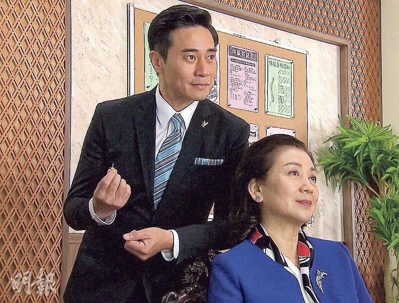 歐瑞偉(左)飾演的易先生是令熊(鮑起靜飾)的左右手。(視頻截圖)