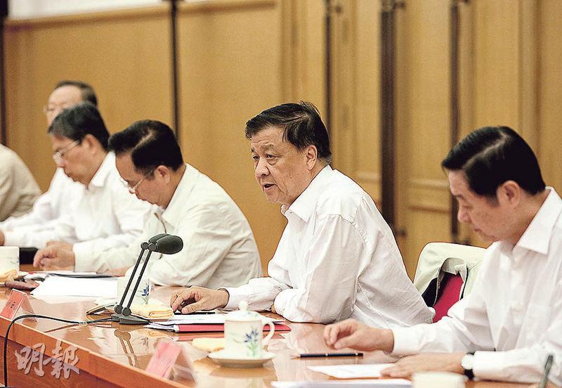 政治局常委、中央書記處書記劉雲山(右二)昨在北京主持召開群團改革工作座談會,並傳達中共總書記習近平的重要指示。(新華社)