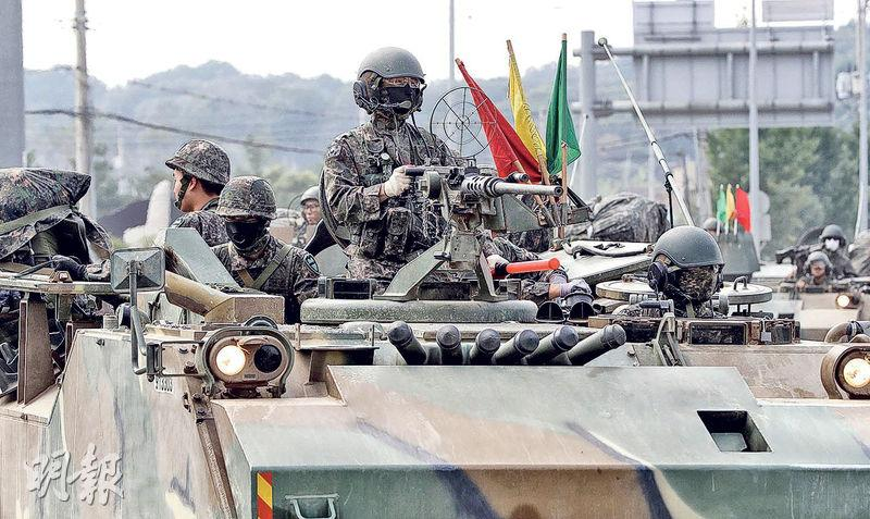韓國的士兵及軍車昨在接壤朝鮮的坡州市街道上戒備,以應對突發情况。(法新社)
