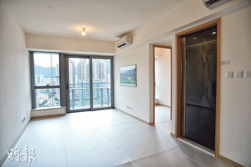 項目第5座33樓G室為3房1套間隔,景觀開揚,大廳外望新蒲崗一帶。