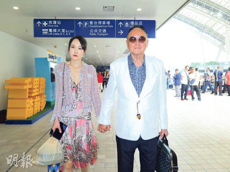 趙世曾昨偕年輕女伴到馬場逗留約兩小時便離場。