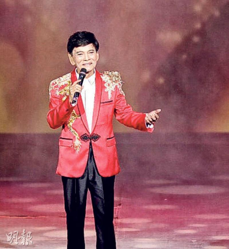 75歲鄭錦昌在台上落力獻唱,答謝支持的歌迷。