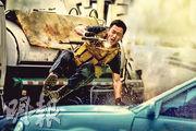 吳京自導自演電影《戰狼2》,在內地突破55億人民幣票房,成為內地史上最賣座華語電影,該片將於9月7日在港上映。(資料圖片)