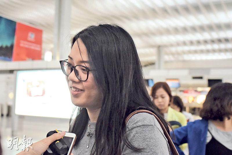 昨日搭香港快運如期出發的乘客孫小姐表示,憂心8日由首爾返港的航班有變數會滯留當地。(賴俊傑攝)