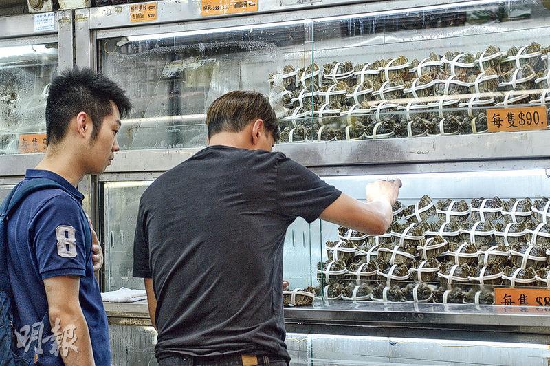 今年內地大閘蟹仍未取得供港批文,有大閘蟹店從台灣入貨,來貨價格較內地大閘蟹貴近五成。(楊柏賢攝)