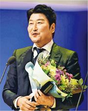 宋康昊憑《逆權司機》榮膺影帝,此片同時獲頒最佳電影。