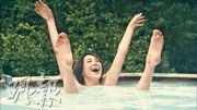 《女醫神5》前晚首播,米倉涼子上演「四腳朝天」出浴戲碼。