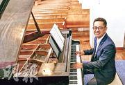 王南曾於演藝學院鍵盤系任教鋼琴逾20年,對於由桃李滿門的鋼琴家變為物理學門外漢重新起步,他未感掙扎,認為此舉比教琴更能影響世界。(受訪者提供)