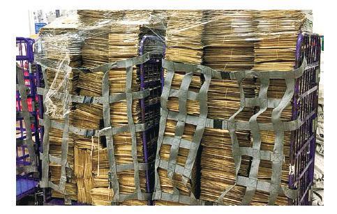 社福界議員邵家臻要將工作報告寄畀20,182名社工,佢噚日上載兩大「車」工作報告嘅相,指會先寄出1萬份。(邵家臻facebook圖片)