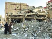 伊朗與伊拉克接壤邊境地區上周發生強烈地震,造成近萬人死傷。圖為伊朗重災城鎮薩波勒扎哈布鎮有建築物倒塌。(新華社)