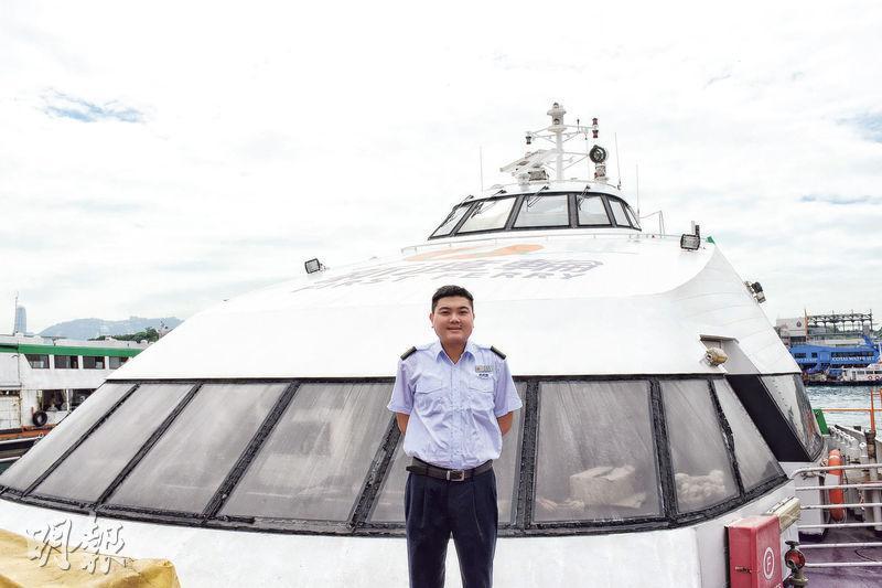 Mark平日在船上每更24小時工作,他指船員間關係很融洽,在海中央時船員們只能自己去解決困難。