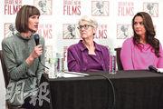 克魯克斯(左起)、利茲和霍爾韋在記者會上要求國會調查特朗普涉及的性侵指控。(法新社)