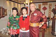 薛家燕(左起)主持賀年節目,請來汪明荃做嘉賓,李家鼎喜與偶像阿姐合作。(攝影/記者:陳釗)