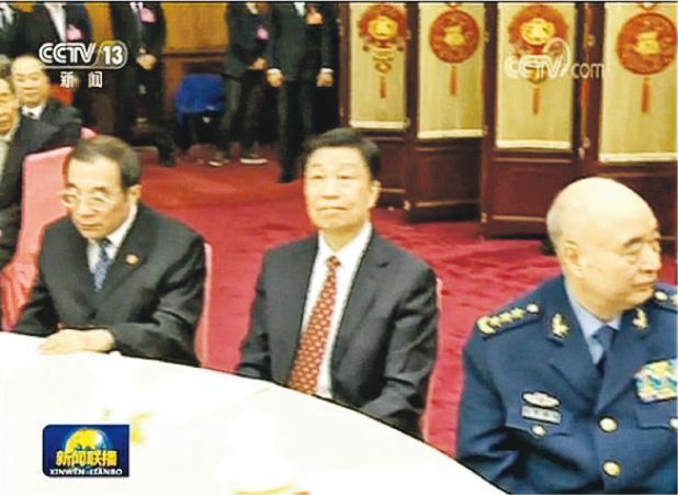李源潮(中)昨日亮相全國政協新年茶話會,是兩個多月首次露面。(央視畫面)
