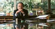 自出道以來首次接受傳媒專訪的資深大律師駱應淦表示,法治上預料《基本法》23條立法議題將是下一個最大的挑戰。他認為只要人人緊守崗位及做好本分,不要做出太激烈的改變,香港有機會能維持50年不變,不用太悲觀。(馮凱鍵攝)