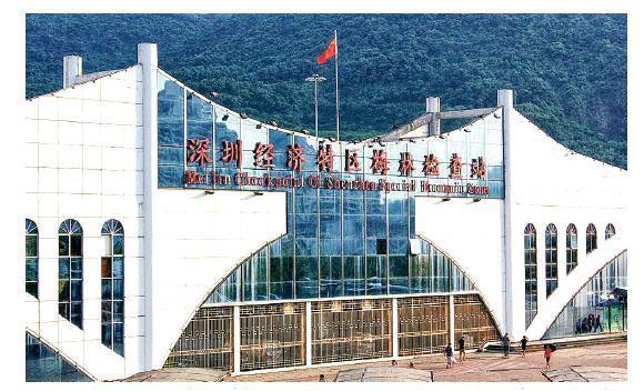 2010年深圳特區範圍擴至全市,二線關卡已名存實亡。圖為過去其中一個關卡梅林檢查站。(網上圖片)