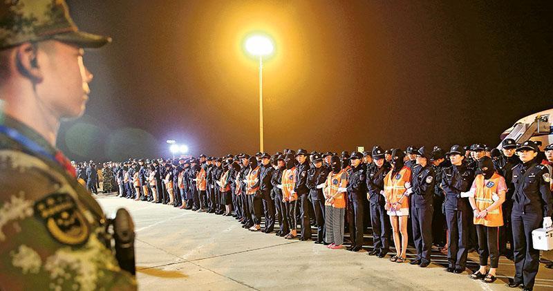 內地警方近年多次從海外押解電騙案疑犯返國,包括台灣的主腦。(公安部提供)