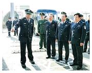 公安部長趙克志(右一)25日到北京、河北檢查環京「護城河」的安保。(網上圖片)