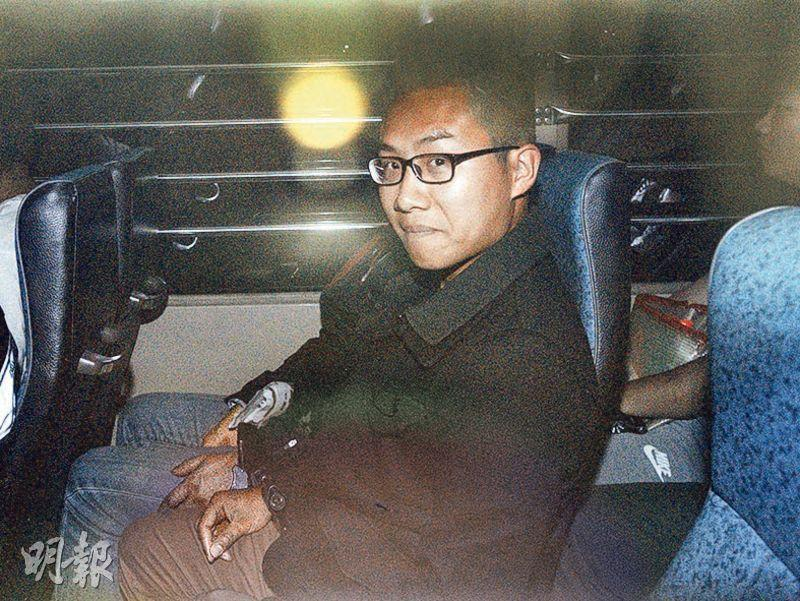 判囚4個半月的社民連黃浩銘早前申保釋被拒,昨由囚車押送到庭聽審。(楊柏賢攝)