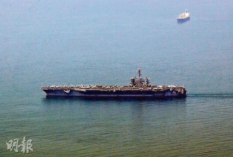 美軍「卡爾文森」號昨抵達越南峴港的港口,是越戰結束後首有美國航母前往越南。(路透社)