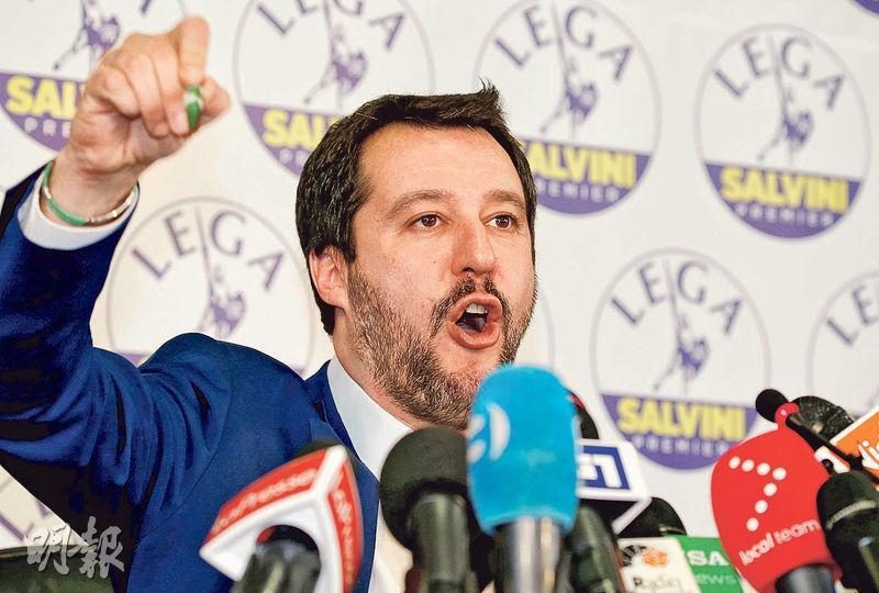 有望成為意大利總理的聯盟黨領袖薩爾維尼昨在米蘭出席記者會。(路透社)