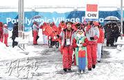 北京將在2022年主辦冬奧。圖為出席2018年韓國平昌冬殘奧會的中國體育代表團,昨在運動員村舉行升旗儀式。(新華社)