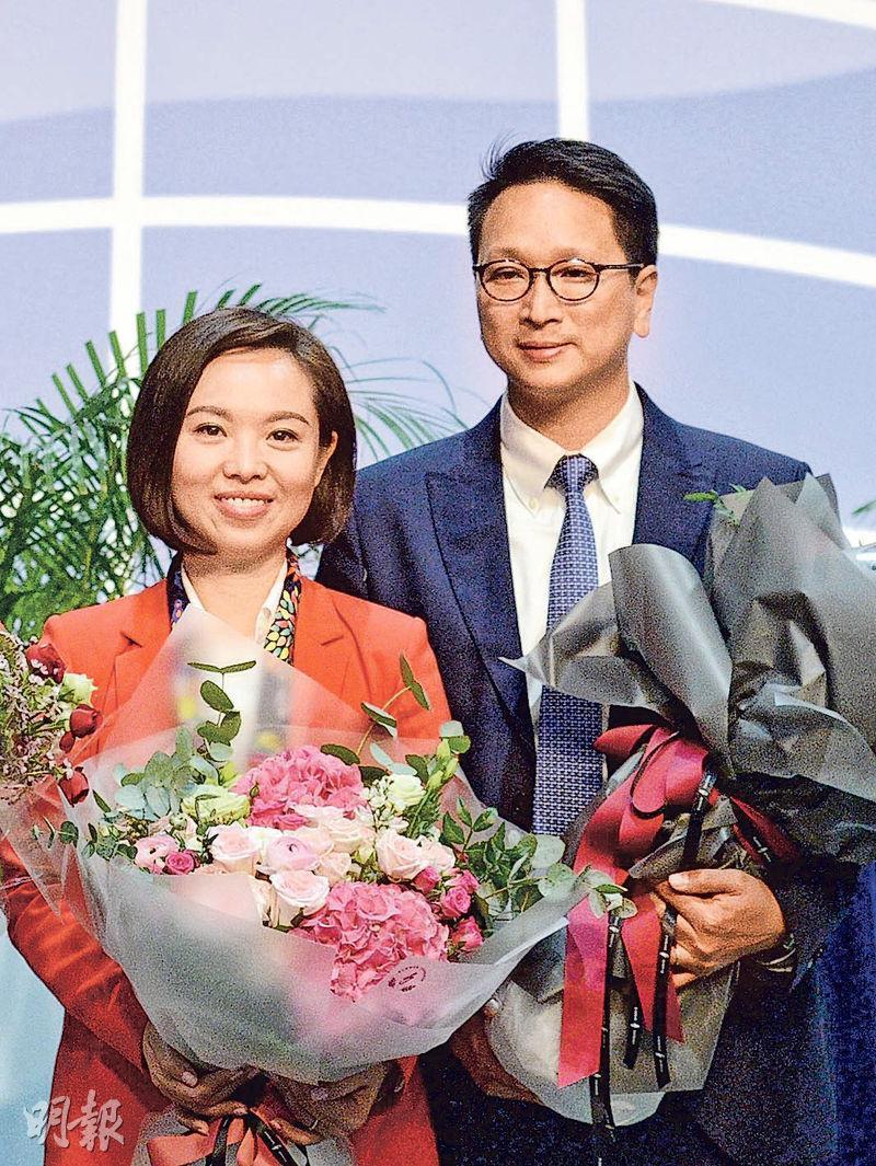 參加港島補選的陳家珮(左)及新界東補選的鄧家彪(右),均於是次選舉落敗。(鍾林枝攝)