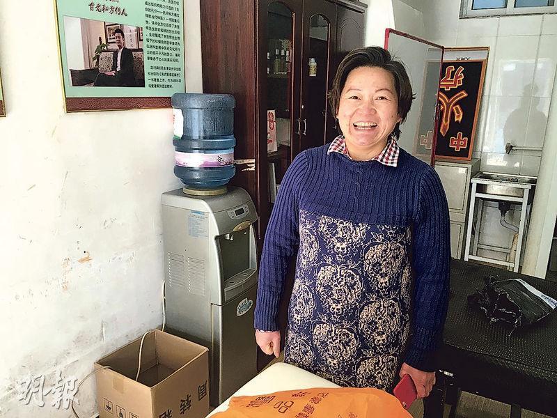 來自湖南的唐女士表示,現在創業有點冒險,也不知道什麼時候又要拆遷,不過自己沒有文化,其他工作做不了,只能見步行步。(明報記者攝)