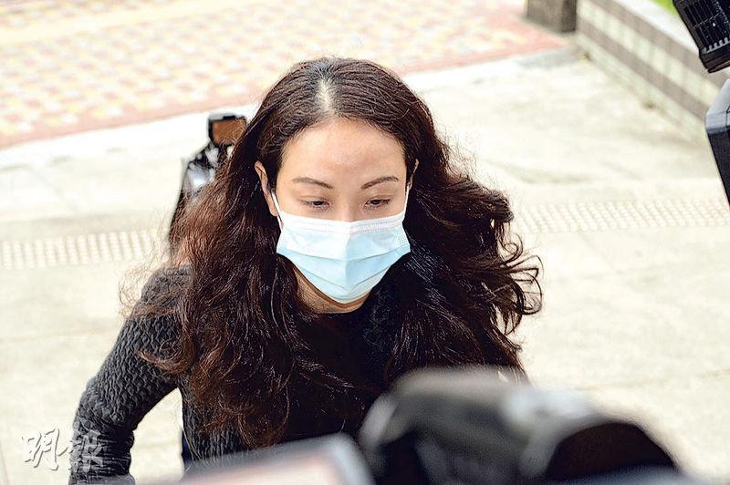 被告女醫生關孝孜(圖)昨戴着口罩到庭,在庭上表現輕鬆,聆聽控罪時不時面露笑容。(鍾林枝攝)