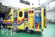 消防處購入3輛黃色車身的「概念救護車」,昨起供前線救護員試用,其車尾新加了儲物櫃,可於車外打開存取物件。(蘇智鑫攝)