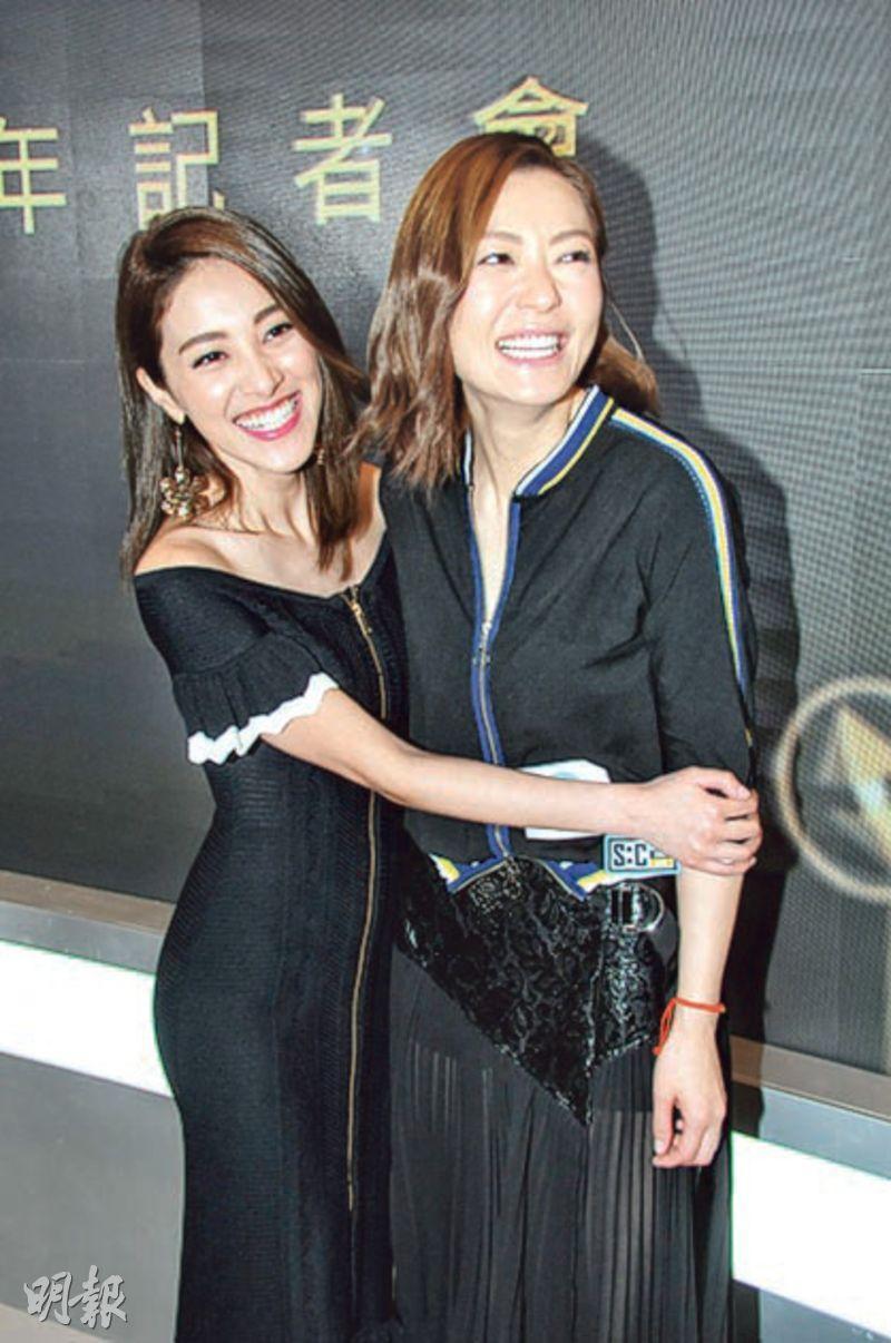 陳凱琳(左)與田蕊妮(右)老友鬼鬼,在活動上攬到實。(攝影/記者﹕林祖傑)