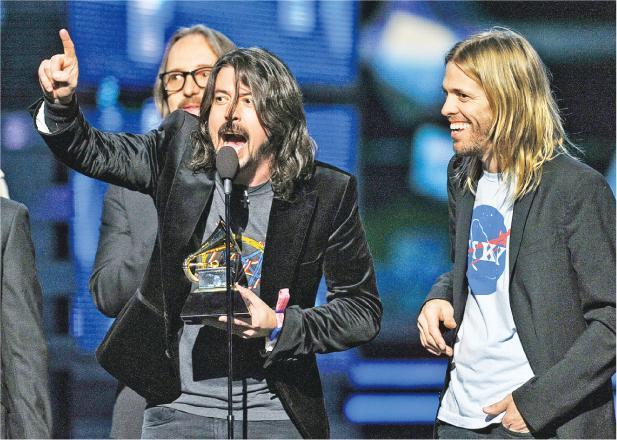 "(From left to right) Nate Mendel, Dave Grohl and Taylor Hawkins receiving the Grammy Award for ""Best Rock Performance"" in 2012."