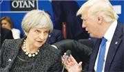 去年5月英揆文翠珊(左)與美國總統特朗普(右)在北約峰會工作晚宴上交談。