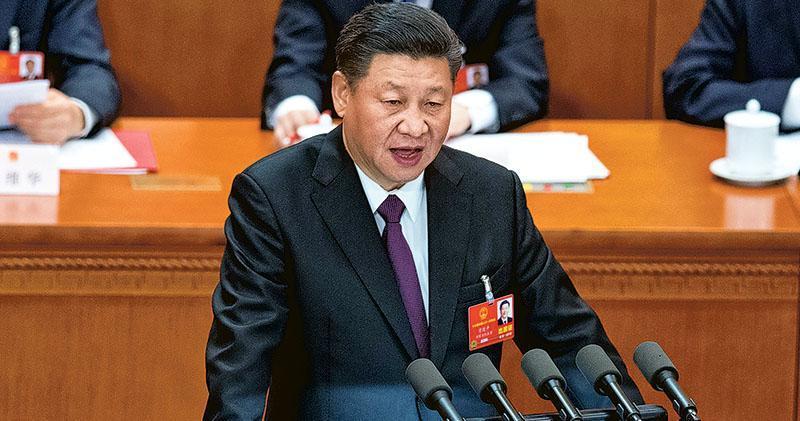國家主席習近平昨在人大閉幕大會上表示, 「只有那些習慣於威脅他人的人,才會把所有人都看成是威脅」。他又說,對中國人民為人類和平與發展作貢獻的真誠願望和實際行動,不應誤讀曲解,「人間自有公道在」。(法新社)