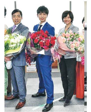 松本潤(中)憑《0.1無罪真相2》膺視帝,香川照之(左)及木村文乃(右)亦獲獎。