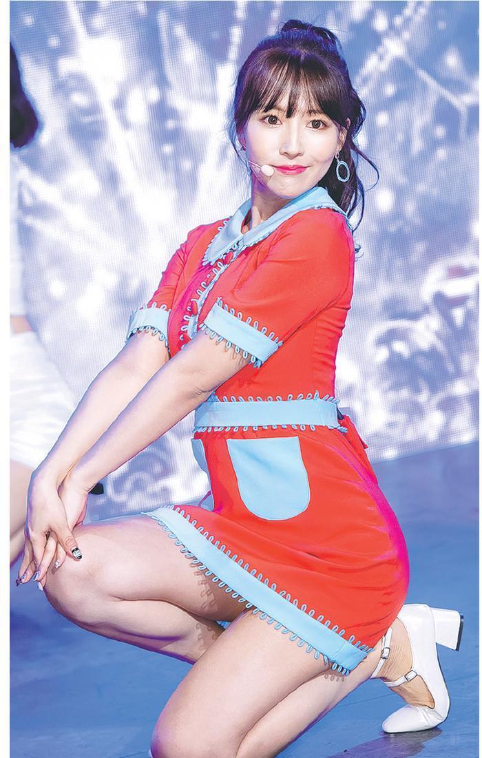 三上悠亞曾是SKE48成員,唱歌跳舞當然難不倒她。