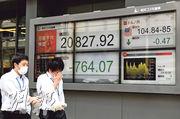 美國向中國敲響貿易戰鼓,日本股市被波及,日經指數昨天大跌逾4%,避險資金推升日圓匯價,美元兌日圓跌穿105水平。(法新社)