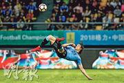31歲的烏拉圭前鋒卡雲尼(圖)以一記美妙倒掛金鈎,取得個人第41個國際賽入球。(路透社)