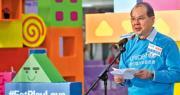 政務司長張建宗昨日表示,關愛共享計劃必會做到手續簡單,「表格剔剔剔就搞掂」,呼籲市民不用擔心,並會考慮設立熱線電話供市民查詢。(政府新聞處)