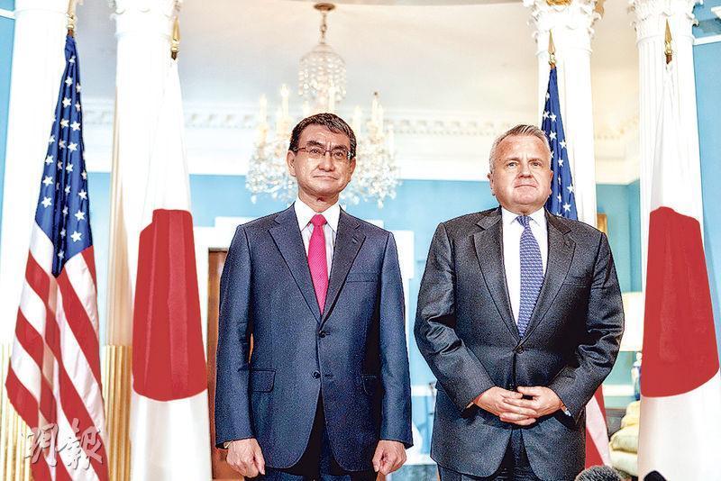 日本外相河野太郎(左)3月15日緊急訪美,與美國副國務卿沙利文(右)會面。(新華社)
