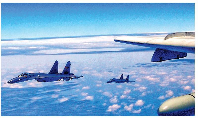 解放軍空軍發布消息稱,空軍連日連續組織多架轟炸機、偵察機成體系「繞島巡航」,錘煉提升維護國家主權和領土完整的能力。(網上圖片)