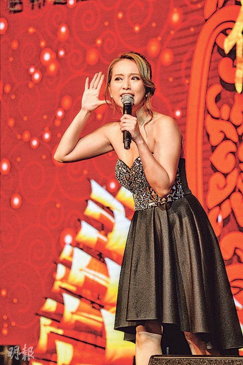 林雅詩前晚打扮性感,參與音樂會演出。