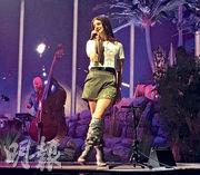 Lana Del Rey開騷時遭男歌迷「襲擊」,幸好有驚無險。