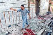 阿富汗喀布爾一間選民登記中心昨遇襲,現場血迹斑斑。(法新社)