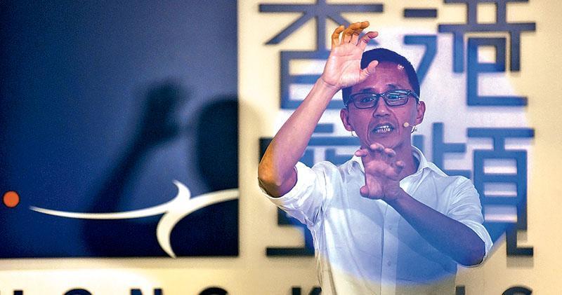 香港寬頻上周公布有客戶資料庫被黑客入侵,涉約38萬名已停用客戶的個人資料,其持股管理人及行政總裁楊主光昨承認沒把存有有關資料的伺服器加密及離線,若早檢視有關做法,可避免事件發生。(馮凱鍵攝)