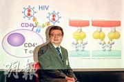 香港大學醫學院愛滋病研究所長陳志偉(圖)帶領團隊,研發出「萬能」抗體,有望根治愛滋病。團隊向小鼠注入抗體,發現對124種基因亞型愛滋病毒有免疫;而被注入抗體基因的小鼠亦可產生抗體,清除病毒至無法檢測水平。陳表示現正籌集資金展開人體臨牀測試。(李紹昌攝)